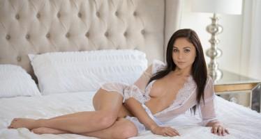 ariana-marie-tushy-001